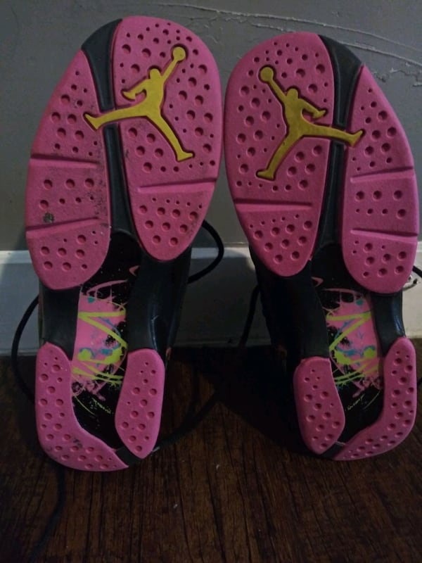 REDUCED***GIRL'S SIZE 7 YOUTH JORDAN SHOES!*** 473bf860-f5a9-4c7e-859a-9d079715f904