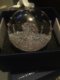 SWAROVSKI CRYSTAL ORNAMENT - BALL WITH GIFT BOX INSIDE - PRICE NEGOTIABLE Montréal, H1C 1B6