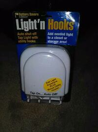 Tap light with hooks ~ brand new!