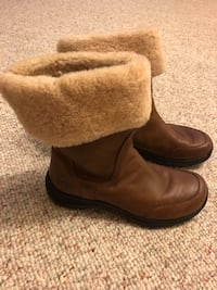 Fur lined leather uggs  Melbourne, 32904