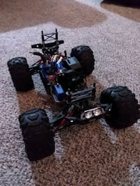 Traxxas summit 1/16 with LOTS OF EXTRAS!  Tea, 57064