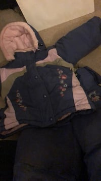 Size 4 toddlers girls snow suit  Cambridge, N3H 3X8