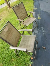 2 folding lawn chairs Centreville, 20120