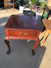 Cherry end table Cookeville, 38506