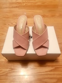 L'INTERVALLE pink leather heels sandal  St Catharines, L2T 2N4