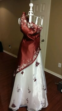 Beutiful formal white and maroon dress. Euless, 76040
