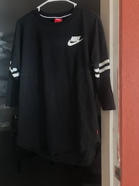 Black and white nike crew-neck shirt 3/4 sleeve. Size large. Fits like medium Valdosta, 31601