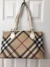 Authentic Burberry bag-good used condition Pickering, L1V 6E9