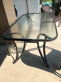Patio table & chairs Vaughan, L4H