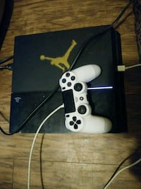 PS4 with 1 controller & 3 games including headset Charlotte, 28205