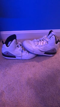 Pair of purple air jordan basketball shoes Bristow, 20136