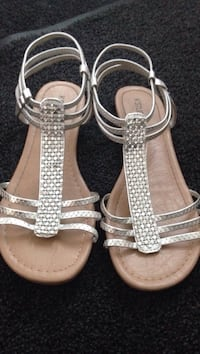 Silver Sandals Size 6.5 pick up in Laval  Laval, H7G 1G3