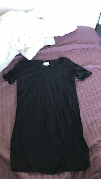 aritzia short sleeve t shirt dress  Coquitlam, V3C 4X6