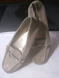 pair of gray leather flats Lemon Grove, 91945