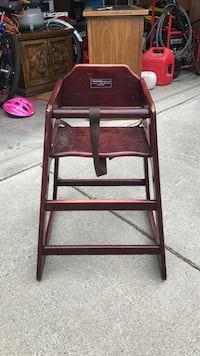 maroon wooden high chair Winchester, 22602