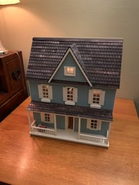 Beautiful 1/2 inch scale dollhouse w/ some furniture.