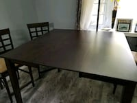 Dining room table with 4 chairs good condition St. Catharines, L2N 5T4