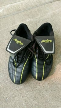 pair of black-and-green soccer cleats size 8 3734 km
