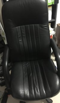 Black office chair  Mississauga, L4Z