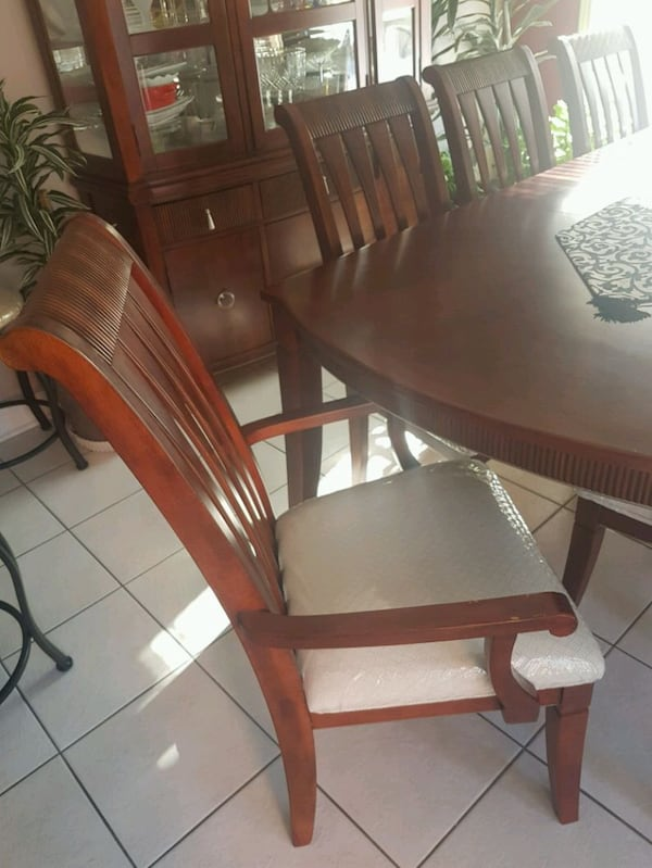 Good condition 8 chair table and hutch 2