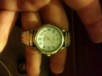 round gold-colored analog watch with link bracelet Mooresboro, 28114