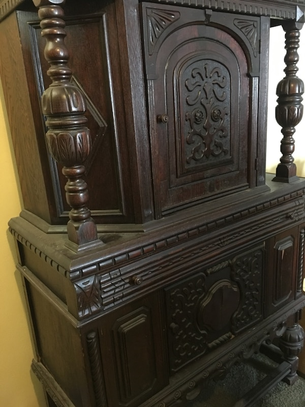 Detailed Antique Cabinet a4847c26-3dbb-47d2-8f8d-0e9dc15b356f
