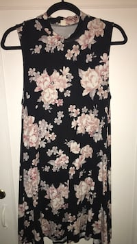 Garage soft dress size large  Kitchener, N2M 3C1
