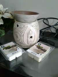 Decorative wax warmer with 2 brand NEW packages of wax