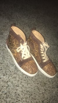 pair of brown-and-high-top sneakers Naples, 34119