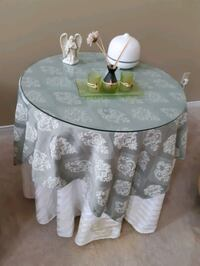 Decorator table with glass