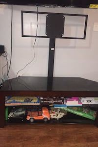 Tv stand with swivel mount. Great Mills, 20634