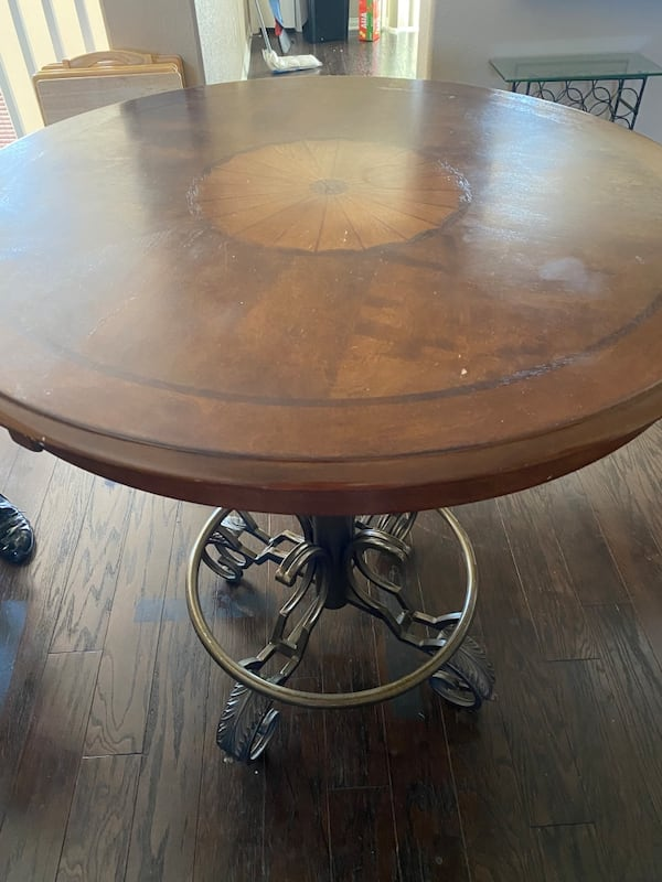 Everything must go 2 coffee tables a kitchen table couch and pictures 2c7d8b05-f2c9-4b31-b56a-e5f95a00d13d