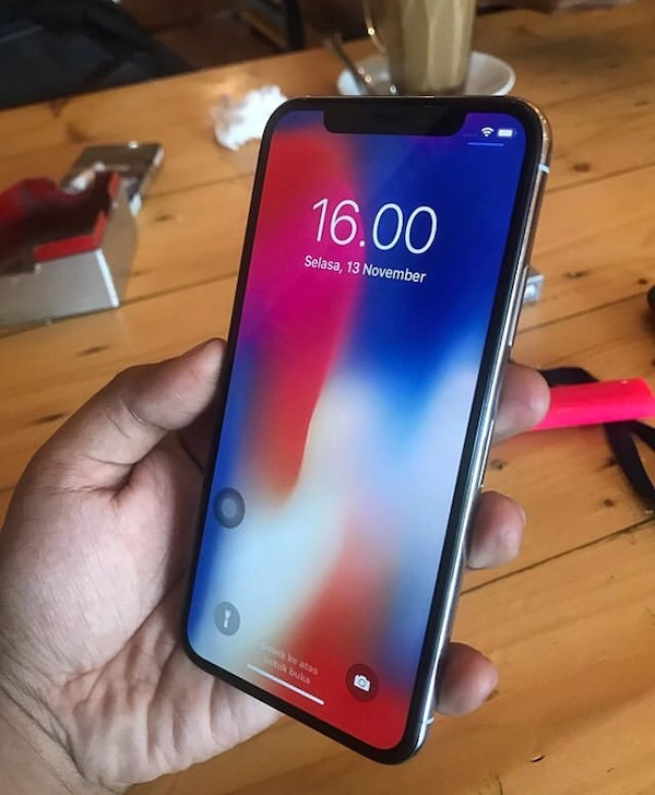 iPhone X for quick sale. Almost new with the carton, charger and ear pods. 256gb internal memory. In need of cash ASAP fec6d183-566f-4078-8638-fe43d65dd239