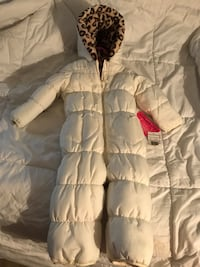 Baby girl snow suits and jacket size 0-3 months . Pink suit is 0-3 months $10 . White snow suit is size 18 months $15 bucks . The black and with 18 months girls jacket 12 bucks . Only serious enquirers. I also have lots of girls clothing NB and up that is Columbia, 21046