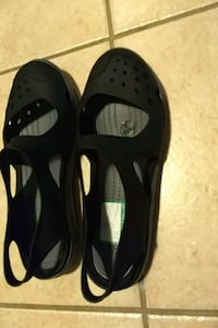 Crocs  women size 6 Lake Ridge, 22192