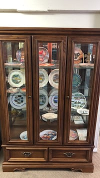 Collector's Cabinet Oak Traditions
