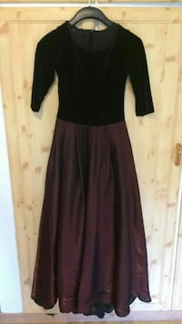 women's black and maroon 3/4-sleeved long gown Drammen, 3035