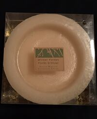 Bombay & Co - bowl candle - winter forest spiced wreath Kitchener, N2B 1B4