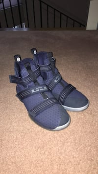 Lebron Soldier 10's kids size 7 Highlands, V9B