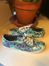 Super cute used great condition vans off the wall women's shoes so 7.5 Kalamazoo, 49007