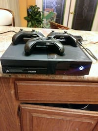 black Xbox One with controller Wayne, 48184