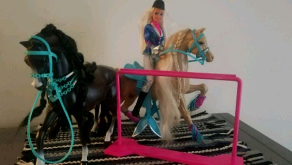 Rider barbie w/ two horses