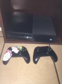 Xbox one with acc and a lot of games Maywood, 90270