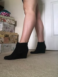Size 7 Black Wedge Boots