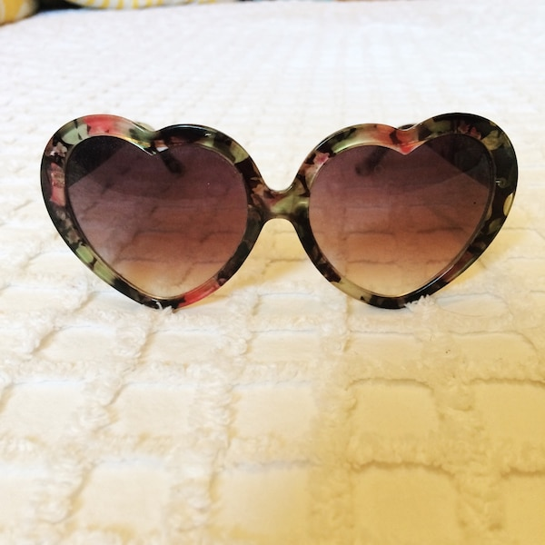 6680c35e6b1 Used AUSTRALIAN VINTAGE HEART SUNGLASSES for sale in Toronto - letgo