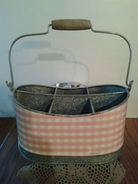 Lovely Pink Gingham Tin Carry All...New Oshawa, L1J 4Z3