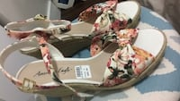 Brand new floral wedges 785 km