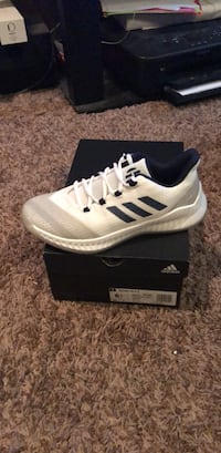 unpaired white and black Adidas low-top sneaker Oklahoma City, 73012