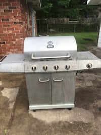 Gray and black gas grill Westwego, 70094