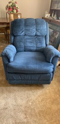 gray fabric recliner sofa chair Toronto, M3J 1X9